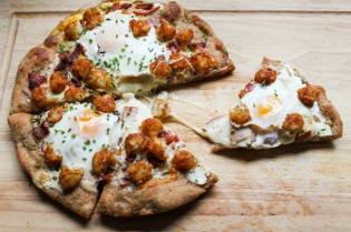 TheChic_breakfast-pizza-slice-1024x682