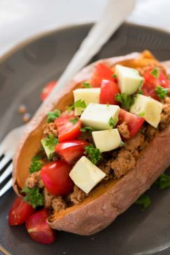 5-Ingredient-Taco-Paleo-Stuffed-Sweet-Potatoes-4-768x1151