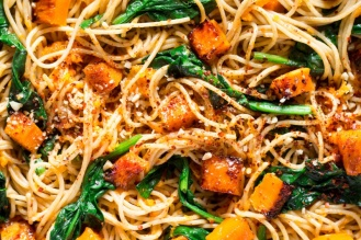 pumpkin-spinach-walnut-spaghetti-800x534
