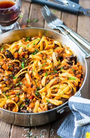 mushroom-bolognese-pasta-dinner-chefdehome