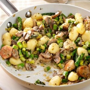 Chicken-Sausage-Gnocchi-Skillet_exps153271_SD143204B12_03_2bC_RMS-696x696