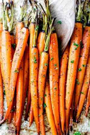 Honey-Garlic-Roasted-Carrots-10