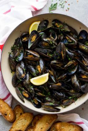 Steamed-Mussels-with-Garlic-and-Parsley-16