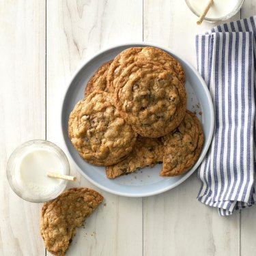 Big-Buttery-Chocolate-Chip-Cookies_EXPS_THAM19_156150_C11_14_3b-1024x1024