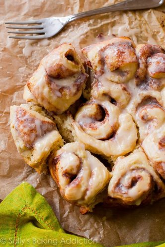 slow-cooker-cinnamon-rolls-6