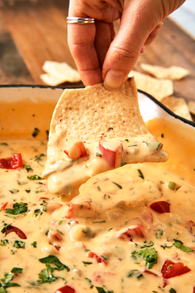 queso-vertical-dip-1546458688