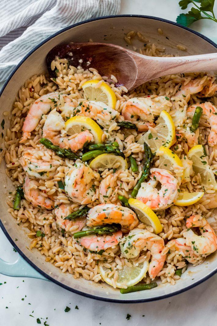 Garlicky-Orzo-Shrimp-Scampi-with-Asparagus-9-710x1065